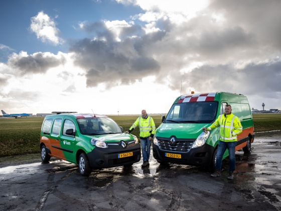 BAM commissioned two electric Renault commercial vehicles at Schiphol, including the first electric Renault Master ZE with solar panels in the Netherlands. BAM Infra Energie & Water uses the electric vehicles for its works for lot 4.