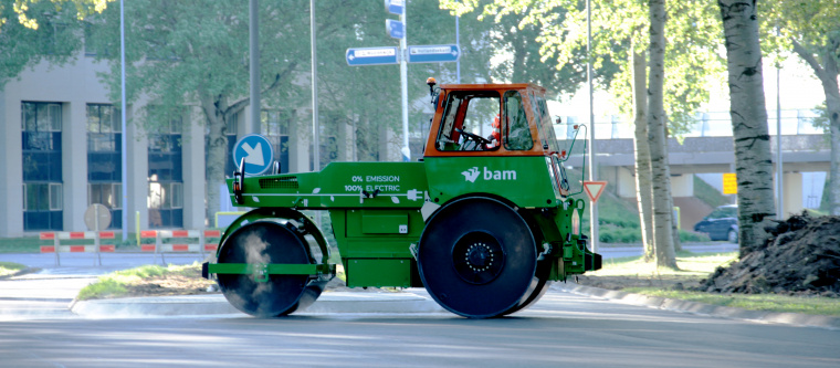 BAM takes the world's first electric road roller into service