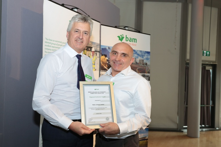 Ian Fleming (left) presents BAM's safety award to Reds Joinery's Director, Mark Jarvis.